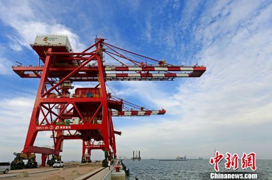 已经建成的国家电投滨海港煤炭码头。 陈其龙 摄