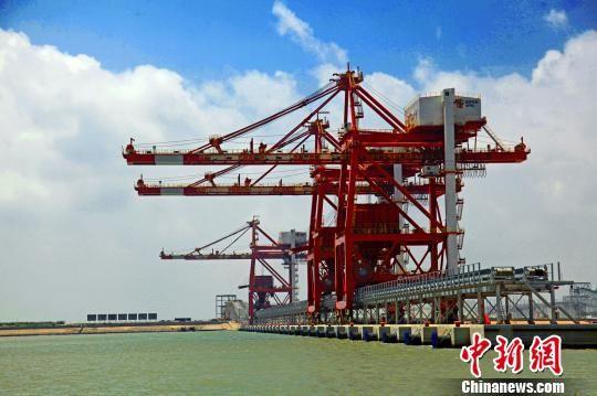 国家电投滨海港煤炭码头一瞥。 陈其龙 摄