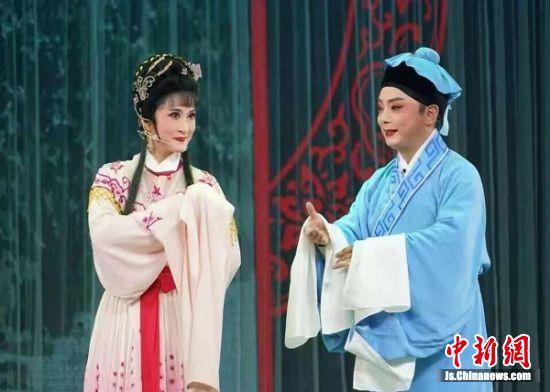 """传统文化的盛宴——2018锡剧传承人""""星光灿烂""""周派小生系列专场在南京博物院上演,展现当代锡剧人的传承与风采。"""