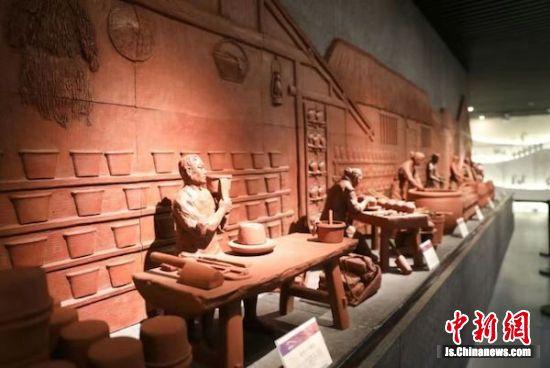 图为前墅龙窑展示馆内部一览。