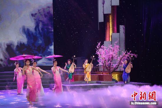 长江沿线的民俗表演。