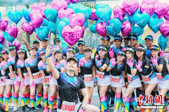 环蠡湖国际半程马拉松志愿者们合影。
