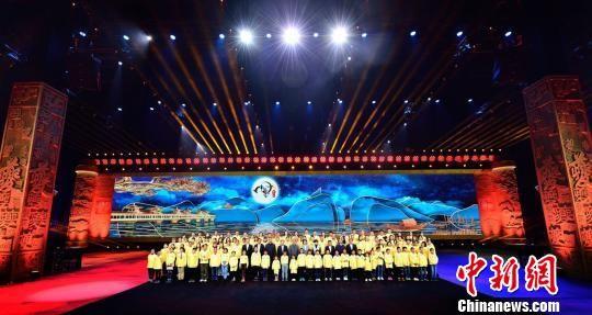 《中国诗词大会》(第四季)开机仪式暨重庆赛区选拔赛决赛现场。 黄学礼 摄