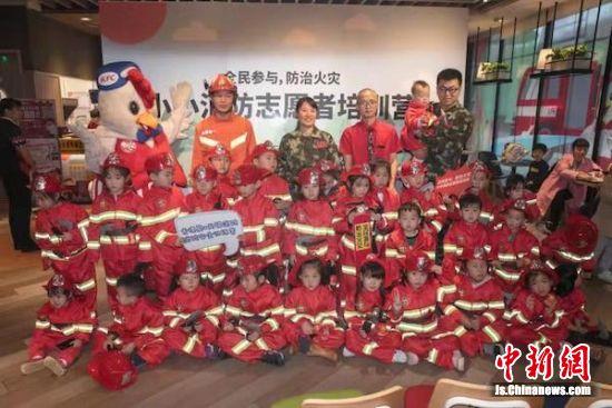 首批小营员顺利毕业大合影。