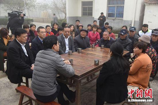 溧阳市人民政府市长徐华勤走进竹箦镇南旺村箕笪里村,给村里的百姓议事堂成员、部分村民和党员干部代表上了生动的一课。