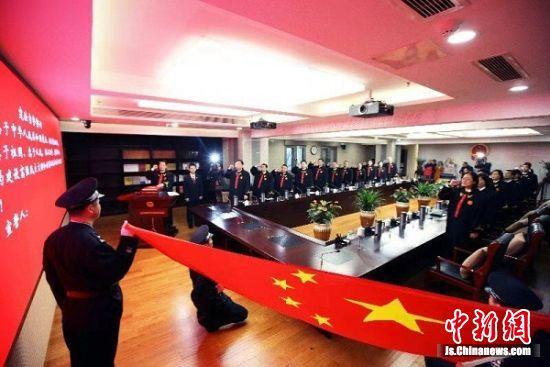 第五个宪法日当天,皇冠娱乐注册送66省法院审判委员会全体成员宪法宣誓。 刘红卫 摄