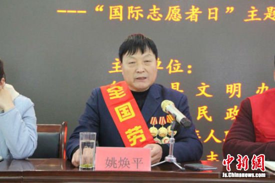 全国劳模姚焕平讲敬业奉献。