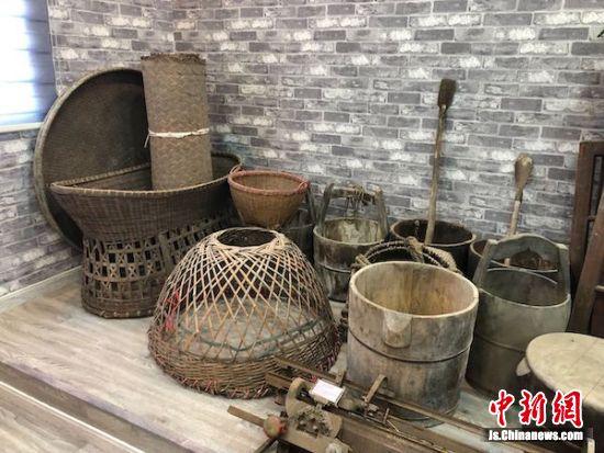 """梅泾村乡村博物馆中的""""老物件""""。"""