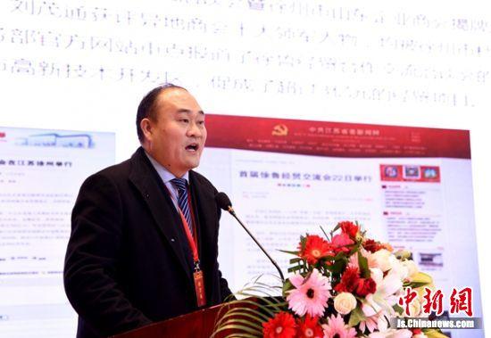 商会会长刘茂通作报告。