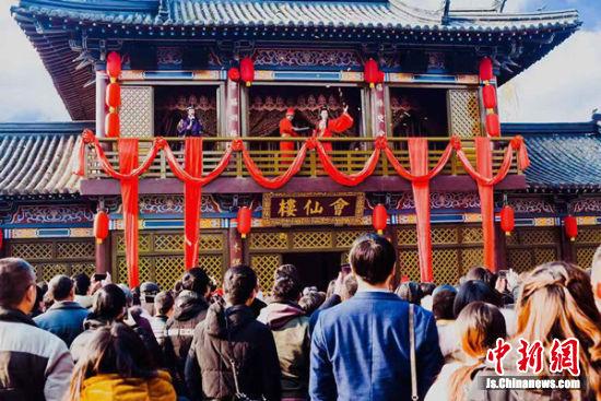 图为往届三国水浒古春节大型体验活动现场。