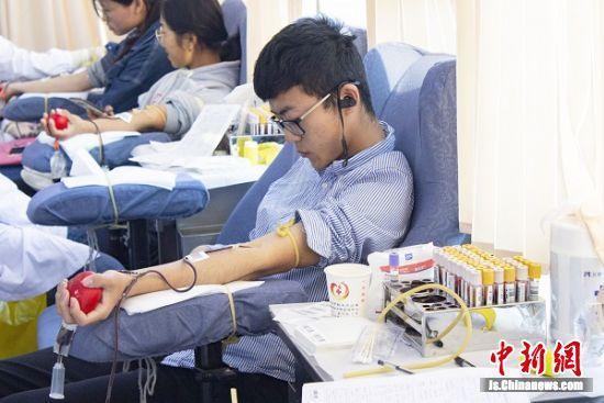 药科大学学子无偿献血。 李薛甦 摄