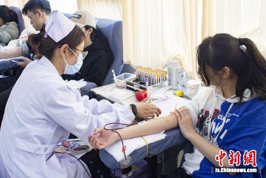 中国药科大学学子无偿献血。 李薛甦 摄