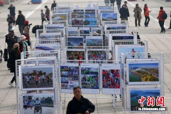 来自全国各地的1000多幅摄影作品集中亮相。中新社记者 泱波 摄