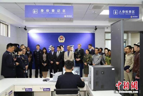 27国执法联络员齐聚荷兰花海开展警务考察交流活动