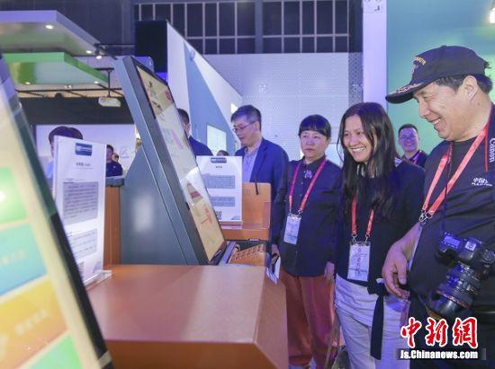 2019年5月7日,海外华文媒体团参观江北新区规划馆。孙中元摄