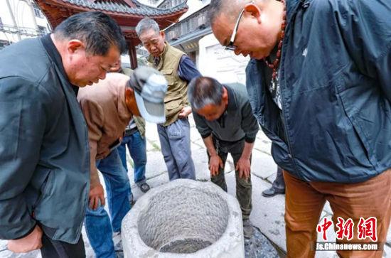 """""""倒马井""""是徐州至今保存非常完好的一口古井。"""