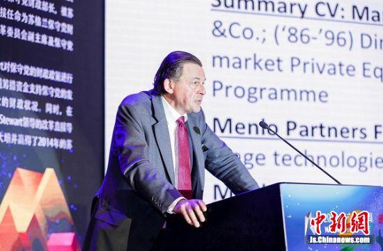 英国投资家吉姆斯-斯特瓦爵士介绍了跨国成果转移转化的情况。程贺摄。