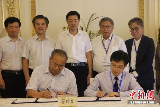 香港教联黄楚标中学与南通中学缔结友好学校签约。 陆建国 摄