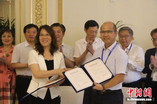 香港教联黄楚标学校与通师二附缔结为友好姊妹学校签约。 陆建国 摄