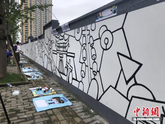 简单构图的墙面正等待小朋友们涂绘。