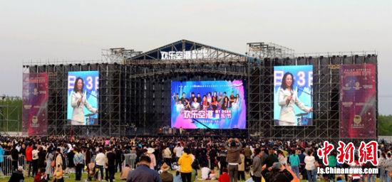 睢宁音乐节现场,黄绮珊等众多明星倾情演唱。 朱志庚 摄影
