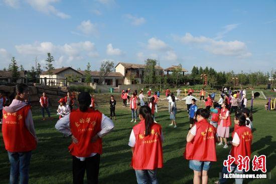 阜宁:志愿者温情陪伴 数百名留守儿童暑期不孤单
