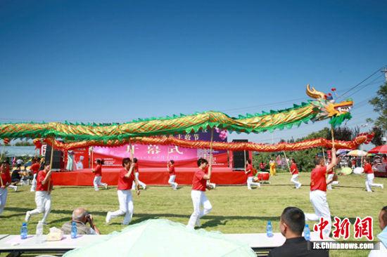 沛县第九届葡萄节开幕。张建设 摄