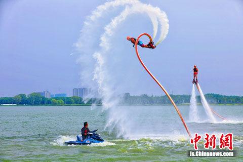 本届户外运动节突出体现了体育休闲运动和旅游的有机结合。