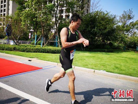 南通江海国际铁人三项赛在启东开赛