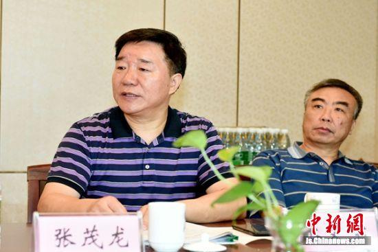 江苏省报告文学学会副会长兼秘书长张茂龙介绍评奖相关情况。