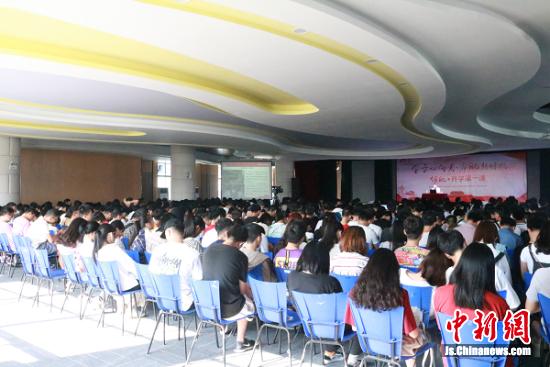 常州信息职业技术学院800余名师生聆听了邓建军的演讲。