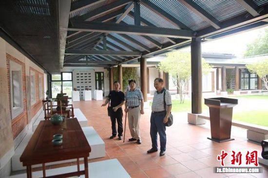 中国苏作红木文化展现场。