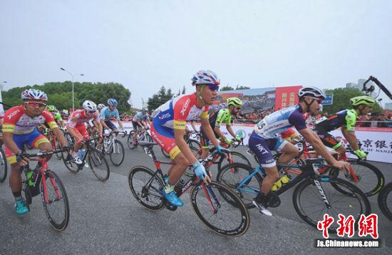 第十届环太湖国际公路自行车赛在无锡滨湖开幕