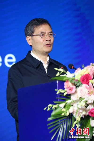 镇江市委书记惠建林致辞。钟学满摄