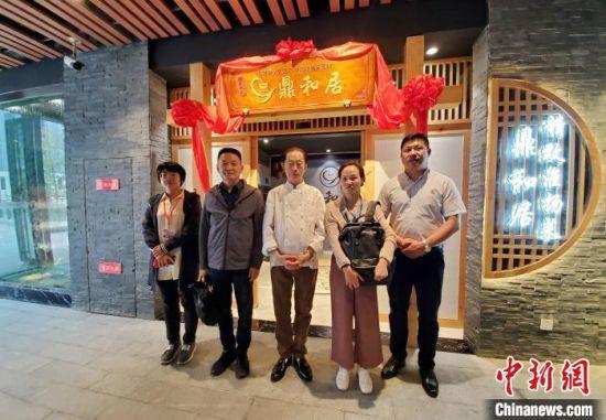 居长龙和徒弟打造的淮扬菜餐馆。 杨烊 摄