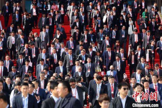 两岸企业家紫金山峰会4日在南京开幕。 泱波 摄