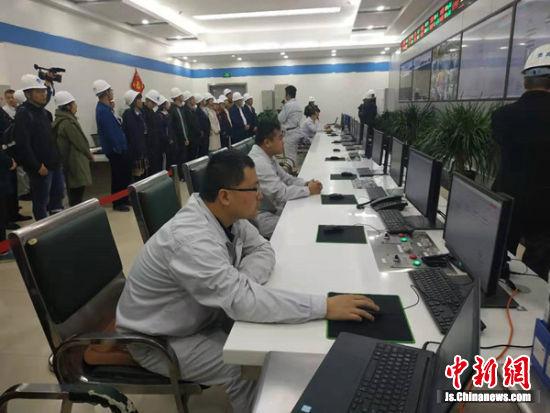 参观大屯煤电公司发展史陈列馆。