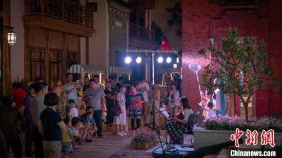 民谣弹唱。南京旅游集团供图