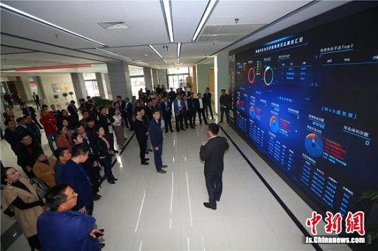 南京市青联委员、青商会员参观紫金山实验室。