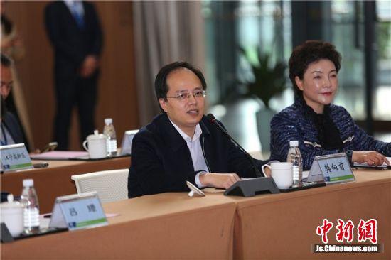 江宁区委常委、副区长樊向前致辞。