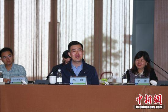 南京团市委书记、市青联主席吕�Z总结发言。