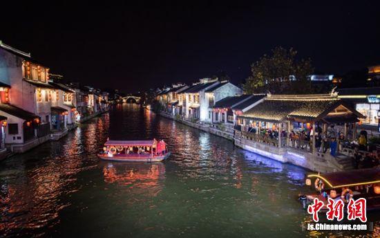 入夜的古运河景色迷人。