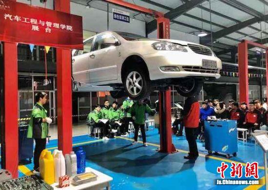 """汽车维修的展示现场""""干货""""满满。"""