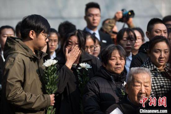 3日,南京大屠杀死难者家庭祭告活动在侵华日军南京大屠杀遇难同胞纪念馆举行。 泱波 摄