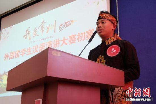 """选手们围绕""""我爱常州""""这一主题,用流利的汉语从不同角度畅谈自己在常信院的生活,抒发对常州这座城市的热爱。"""