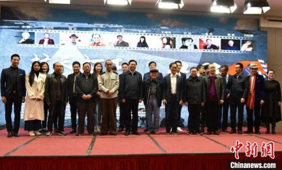 演职人员在拍摄启动仪式上。 朱志庚 摄