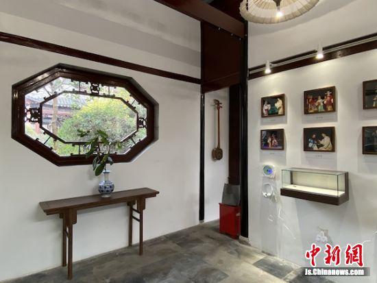 博物馆突出了江南的文化特色。