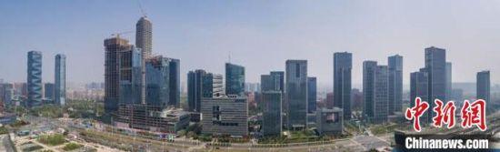 """根据南京出台的2020版优化营商环境《新100条》,税务部门将进一步完善""""互联网+""""税务工作。 宁轩 摄"""