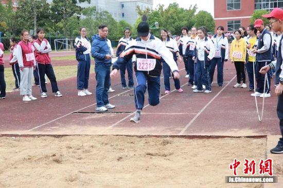 女子组跳远比赛