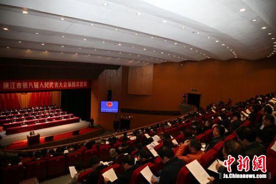 1月10日,镇江市第八届人民代表大会第四次会议开幕。钟学满摄